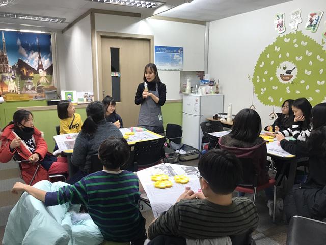 [일반] 2018학년도 Wee클래스 또래상담부 고맙데이 만들기 활동의 첨부이미지 1