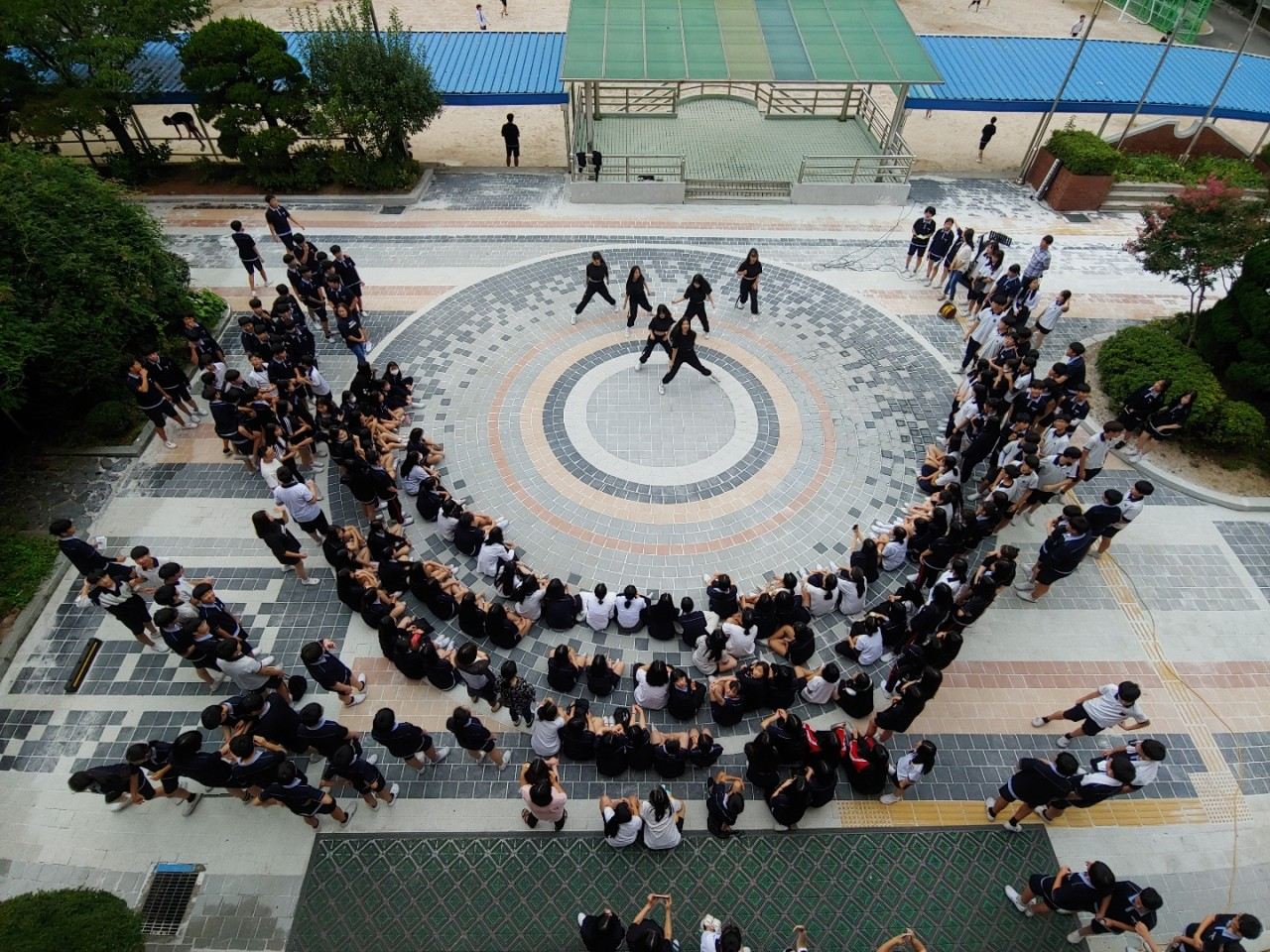 [일반] 광장 마련 기념 버스킹 공연의 첨부이미지 1