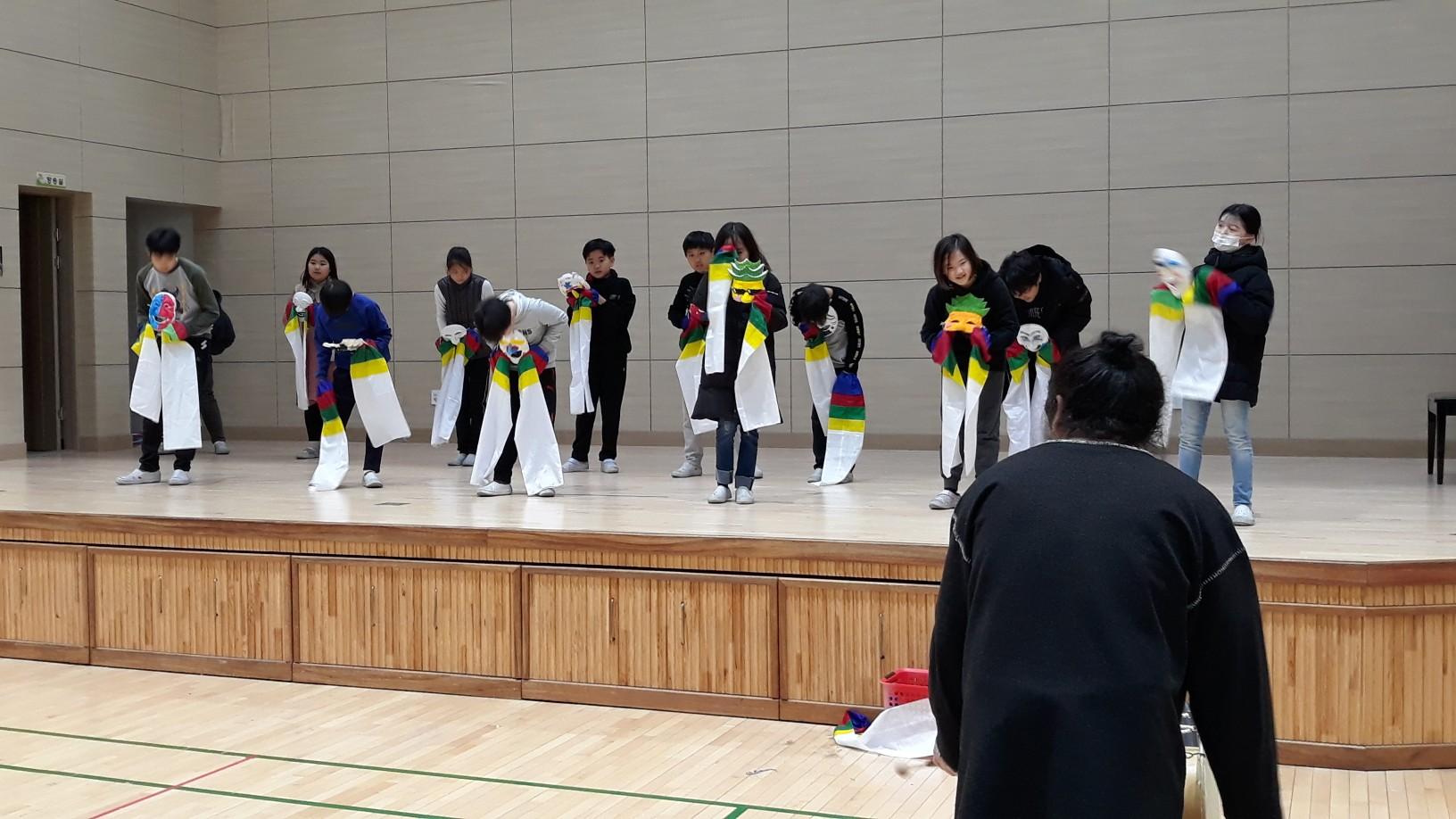 [일반] (5학년) 동아리 활동-탈춤 발표의 첨부이미지 1