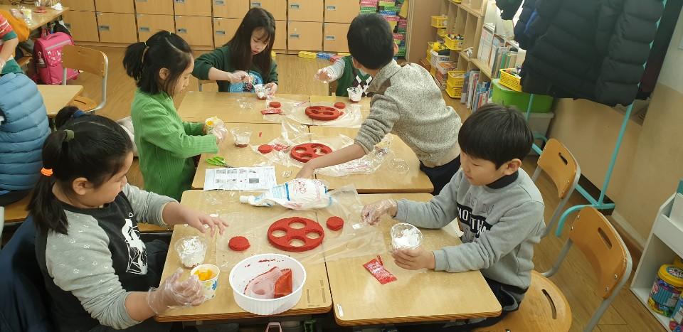 [일반] (1학년) 컵케�� 만들기와 양초 만들기의 첨부이미지 1