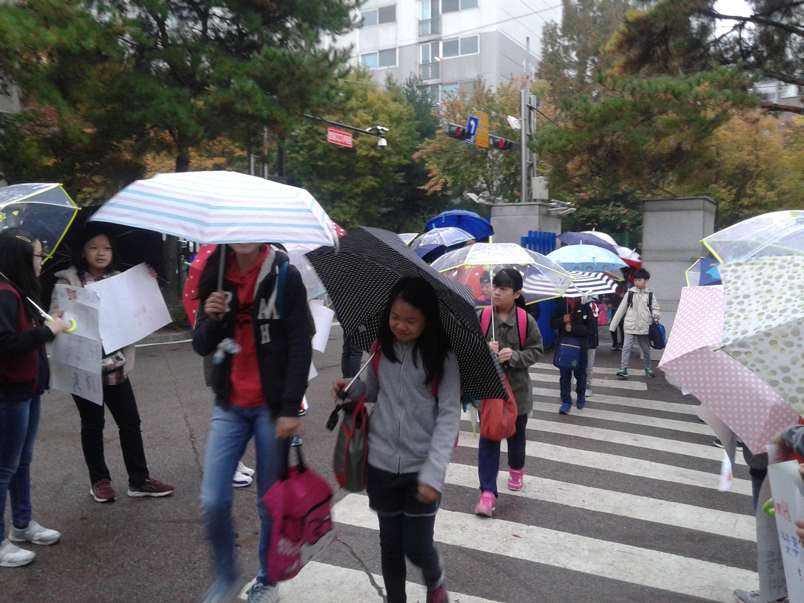 [일반] 11월 안전대응훈련 학생자치회 캠페인 사진입니다.의 첨부이미지 5